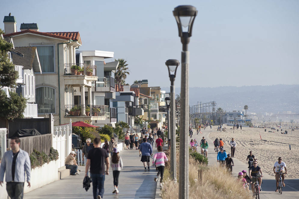 Manhattan Beach is between El Segundo and Hermosa.